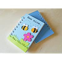 Bee mine - bee in love - agenda (taille 14x9,5 cm) fil de liaison en spirale blanche - Papiers blancs - carnet à la main