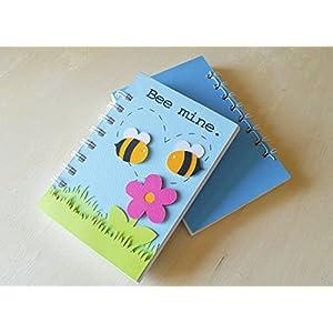Bee mine - bee in love - Notizbuch (Größe 14 x 9,5 cm) - Metallspirale weiße -Handemade Notizbuch - mit der Scrapbooking Technik realisiert - Geschenkidee.