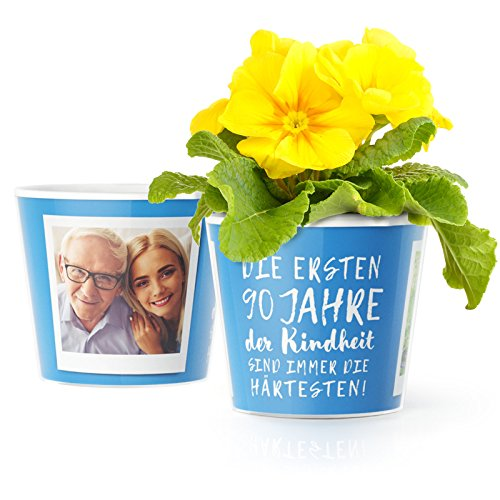 nk - Blumentopf (ø16cm) | Deko Geburtstagsgeschenk für Mann, Frau, Oma oder Opa mit Rahmen für zwei Fotos (10x15cm) | Die ersten 90 Jahre Kindheit sind immer die härtesten! ()