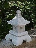 Massive lanterna di pietra Yukimi Oki Gata Rankei giapponese fatto del cast in pietra frostfest