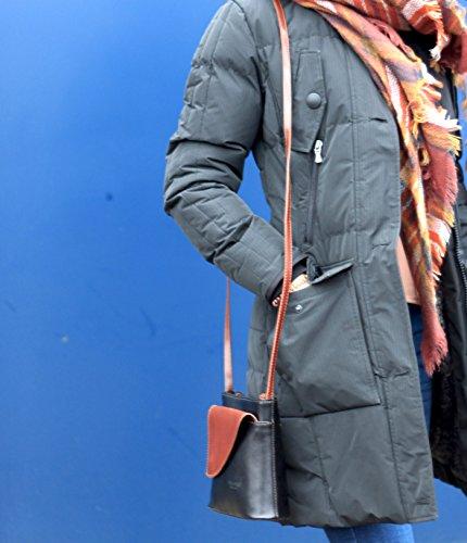 taschenTrend - Mollani kleine Umhängetasche Ausgehtasche Leder Handtaschen Glattleder Abendtasche Crossover Bags Damen Freizeit Schultertaschen 18,5x18x7 cm (B x H x T) Schwarz/Braun