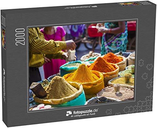 fotopuzzle.de Puzzle 2000 Teile Bunte Gewürzpulver und Kräuter auf dem traditionellen Straßenmarkt in Delhi. Indien (1000, 200 oder 2000 Teile)
