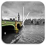 Skyline von London mit Themse und Big Ben schwarz/weiß, Wanduhr Quadratisch Durchmesser 28cm mit weißen spitzen Zeigern und Ziffernblatt, Dekoartikel, Designuhr, Aluverbund sehr schön für Wohnzimmer, Kinderzimmer, Arbeitszimmer