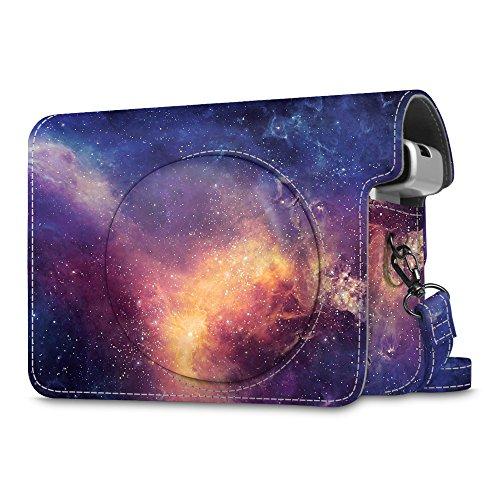 Fintie Schutzhülle für Fujifilm instax Wide 300 Sofortbildkamera - Premium Kunstleder Tasche Reise Kameratasche Hülle Abdeckung mit Abnehmbaren Riemen, Die Galaxie