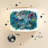 Leseschlummerlampe Leselampe Schlummerlampe Wandlampe Lampe Weltraum mit Sternen Raketen Planeten und Wandtattoo mit Wunschnamen Ls15 - mit Wandtattoo