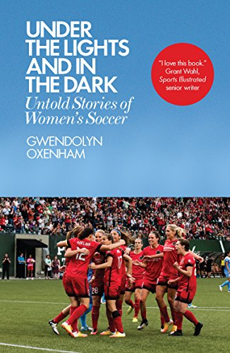 Under the Lights and In the Dark: Untold Stories of Women's Soccer por Gwendolyn Oxenham