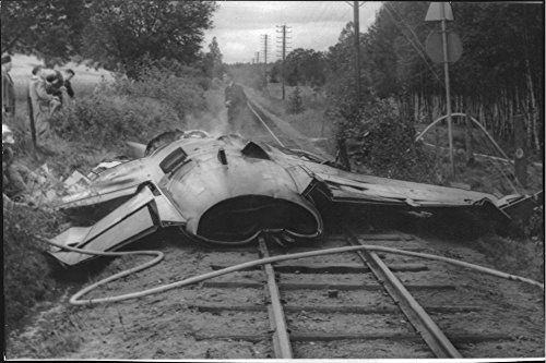 vintage-photo-of-one-of-the-colliding-saab-35-draken-planes-have-ended-up-on-the-railroad-tracks-col