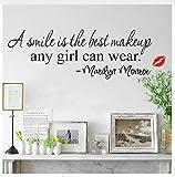Ein Lächeln ist das beste Makeup, das jedes Mädchen Zitate Wandaufkleber tragen kann