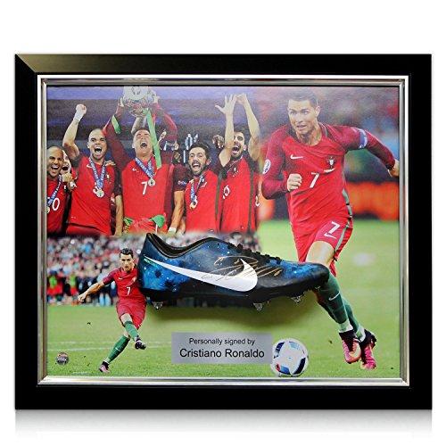 Exclusive Memorabilia Fußballschuh von Cristiano Ronaldo unterzeichnet. Umrahmte Portugal-Präsentation
