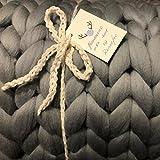 Reneefer HANDMADE | Graue Decke aus 100% Merinowolle XXL 120 x 180 cm Kuscheldecke Wohndecke Dekoration Wolldecke Skandinavisch Tagesdecke