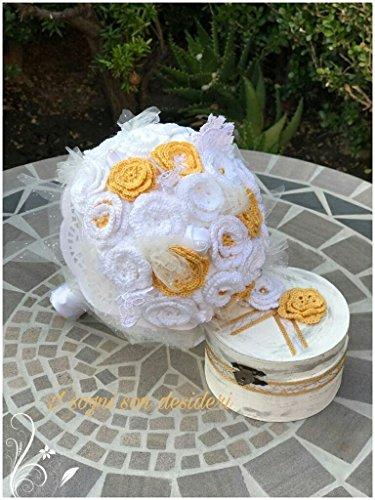 Sposa bouquet matrimonio nozze regalo shabby chic bianco e giallo stile vintage rustico realizzato interamente a mano, composto da fiori artificiali, roselline lavorate all'uncinetto, arricchito di nastri in raso e pizzi.