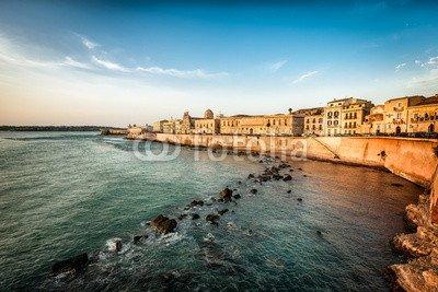 """Poster-Bild 80 x 50 cm: """"Rocky Coastline and Sea Walls at Ortigia"""", Bild auf Poster"""