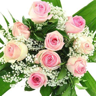 Blumenstrauß mit rosa Rosen und Schleierkraut