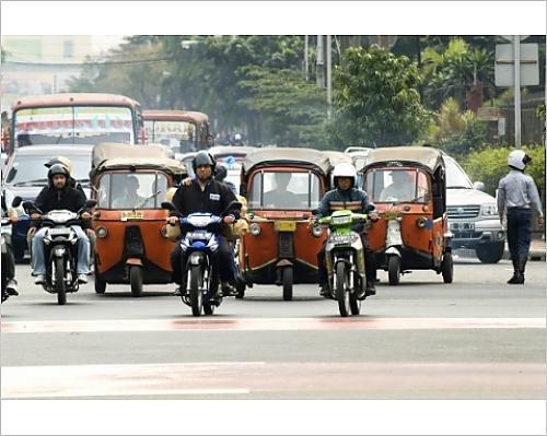 photographic-print-of-traffic-including-tuk-tuk-or-bajaj-jakarta-java-indonesia-southeast-asia