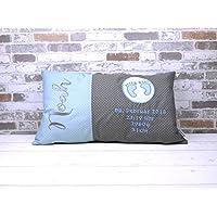 Dekokissen Geburtskissen Babyfüße mit Namen hellblau/grau