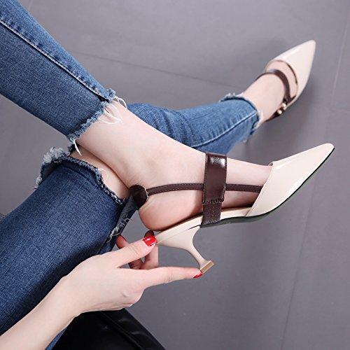 Weibliche Mode Sommer Sandalen Spitz Stilettos All-Match Gürtel Gürtelschnalle Schuhe Schuhe mit flachen Mund Katze Beige