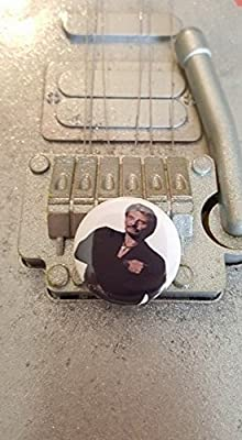 Badge Johnny Hallyday Poing sur le Coeur