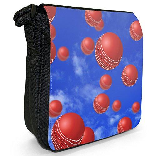 Es regnet Cricketbälle Kleine Schultertasche aus schwarzem Canvas
