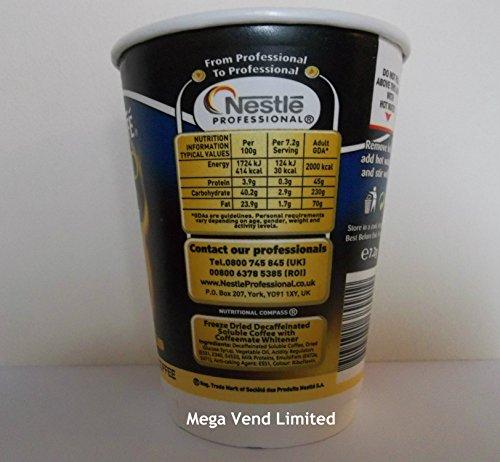 Nescafe & Go Gold Blend Entkoffeinierter weißer Kaffeebecher mit Folie versiegelt