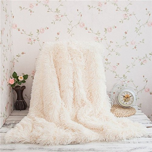 Super Soft Long Shaggy Throw Blanket Faux Fur Warm Elegant Cozy With Fluffy Blanket Bedspread Suitable for Bed or Sofa (130 x 160 cm, cream)