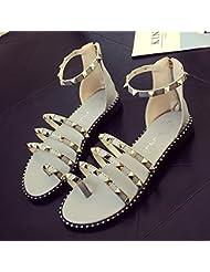 XY&GK Sandalias de mujeres un verano con sandalias planas envuelto con fina antideslizante remache Zapatos Zapatos para mujeres embarazadas 38 blanco