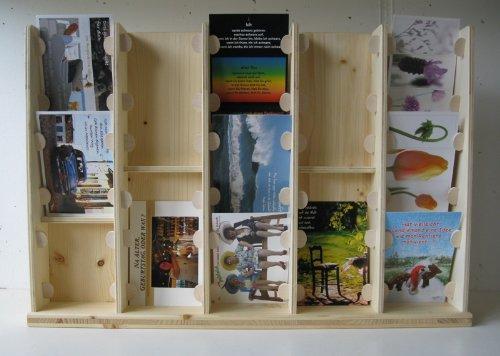 LINLAY Intarsien & Gravuren Kartenständer Postkartenhalter aus Holz mit 5 Buchten und 13...