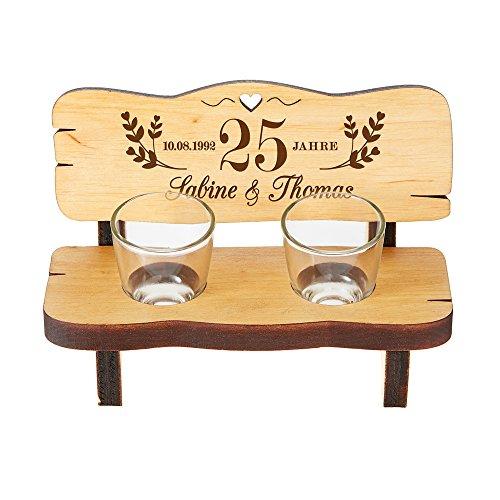 Schnapsbank mit zwei Schnapsgläsern - Geschenk zur Silberhochzeit mit individueller Gravur - Personalisiert mit [Wunschnamen] und [Datum] - Kleine Hochzeitsbank aus Erlenholz -Hochzeitsgeschenk