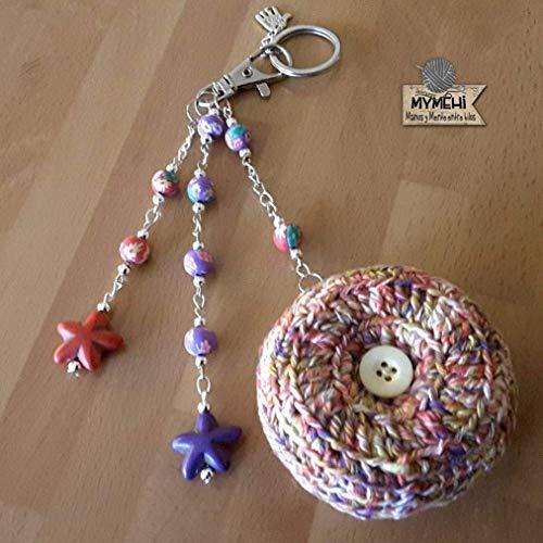 """Llavero de ganchillo y abalorios diseño exclusivo hecho a mano, pieza única modelo """"Stars"""". Colgante para bolso, mochila o cartera."""
