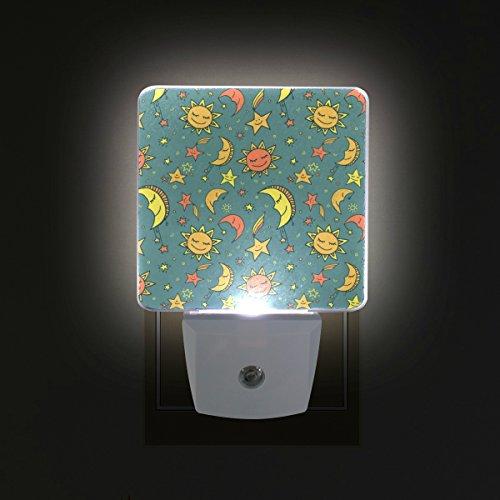 COOSUN Sonne Mond und Sterne-Muster-Plug in LED-Nachtlicht Selbst-Sensor Smart-Dämmerung bis Dämmerung dekorativer Nacht für Schlafzimmer, Badezimmer, Küche, Flur, Treppen, Flur, Baby Zimmer, Energi - Und Mond Sterne Sonne Badezimmer