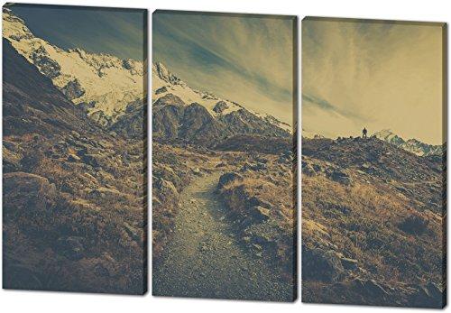 On The Mountains, schönes und hochwertiges Leinwandbild zum Aufhängen in XXL - 3 Teiler mit 120cm x 80cm, echter Holzrahmen, effektiver Pigmentdruck, modernes Design für Ihr Büro oder Zimmer (Rocky-film T-shirts)