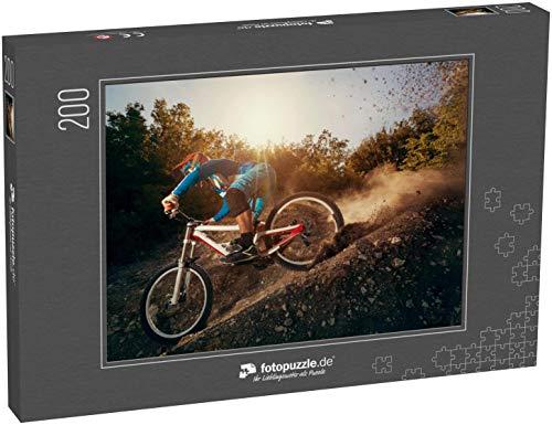Puzzle 200 Teile Downhill-Mountainbike. Junger Mann Radfahrer zum Radfahren - Klassische Puzzle, 1000/200/2000 Teile, in Edler Motiv-Schachtel, Fotopuzzle-Kollektion 'Sport'