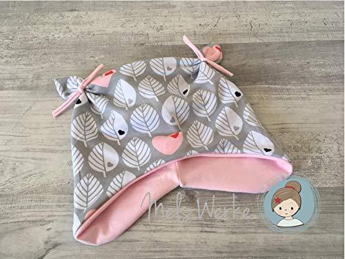 Knotenmütze, Ohrenmütze, Babymütze hellgrau Blätter und Herzen in weiß und rosa, innen rosa uni. 95% Baumwolle, 5% Elasthan - Übergangs-blätter
