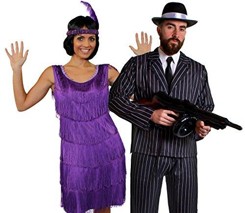 Déguisement accessoires pour couple de gangster adulte avec une violette rouge Charleston (Medium), un bandeau, un collier de fausses perles + un costume à rayures (Large), une mitrailleuse Thompson gonflable, un chapeau de 60cm tour de tête. Idéal pour les enterrements de vie de garçon et de jeune fille ou les spectacles de danses.
