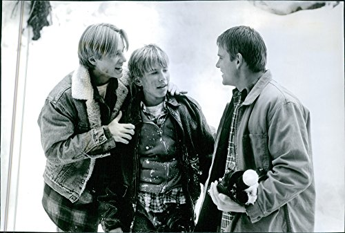 vintage-photo-dune-scene-de-la-movie-amerique-sauvage-avec-devon-sawa-as-mark-stouffer-jonathan-tayl