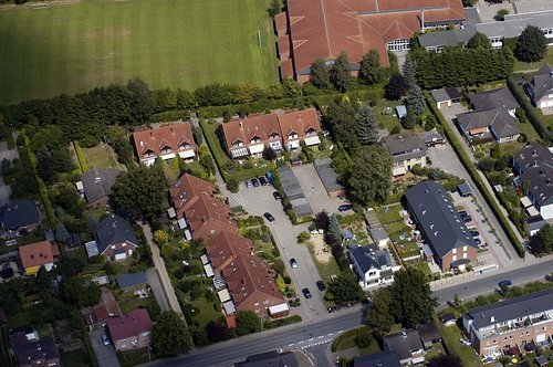 MF Matthias Friedel - Luftbildfotografie Luftbild von Maurepasstraße in Henstedt-Ulzburg (Segeberg), aufgenommen am 06.08.04 um 13:14 Uhr, Bildnummer: 3072-03, Auflösung: 3000x2000px = 6MP - Fotoabzug 50x75cm