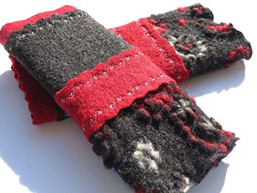 armstulpen-pulswarmer-aus-walkwolle-walk-walkstoff-in-asphalt-schwarz-und-dunkelrot-mit-rotblumen-un