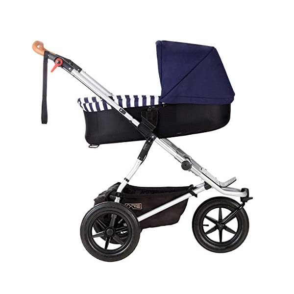 Mountain Buggy Model: Urban Jungle Luxury Collection Nautical Including Changing Bag and Baby seat (carrycot Plus) Mountain Buggy Box contents: 1 Mountain Buggy Urban Jungle Luxury Collection Nautical including changing bag and baby seat (carrycot plus) Product weight: 11.5 kg Seat load: 25 kg 6