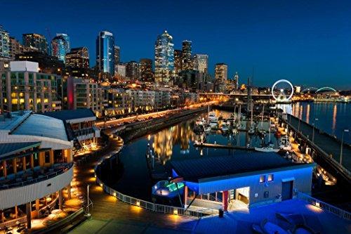 Poster Skyline Von Seattle (Poster Foundry Seattle Skyline from Elliott Bay Beleuchtet Foto Kunstdruck von proframes 54x36 inches Poster)