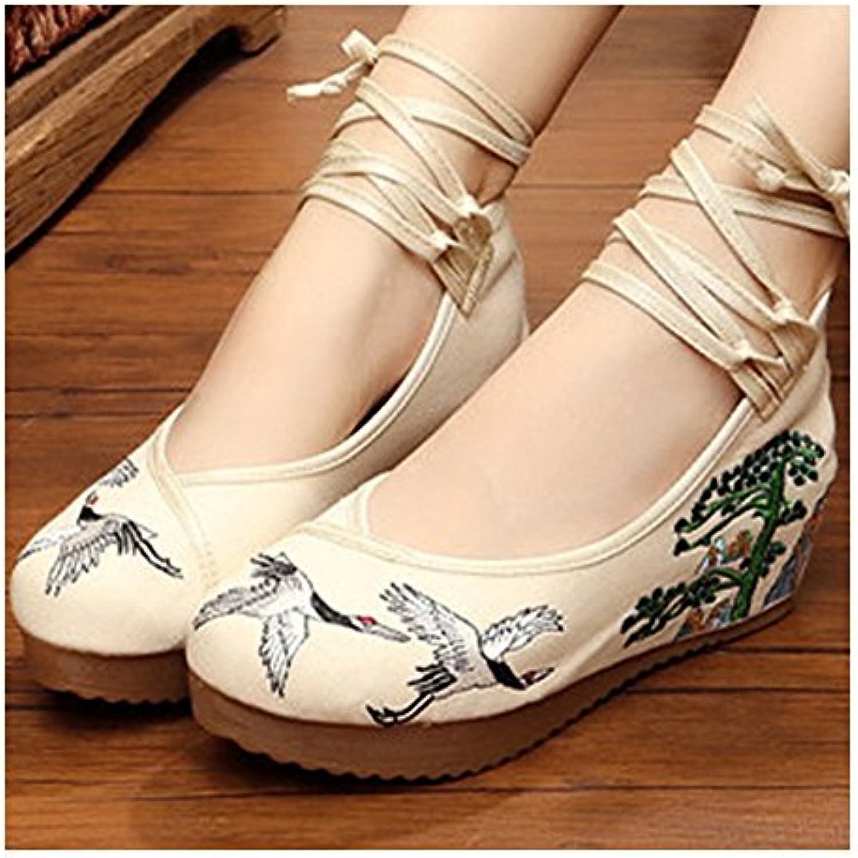 Bonitos y Elegantes Zapatos Bordados de Pino y Grua Crema