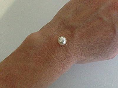 Bracelet une perle nacrée blanche fil de nylon transparent