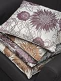 """MODERN STYLE - 4er Set (= 4 Stück) Bezaubernder Kissenbezug """" HAPPY DAYS """" mit wundervollen großen Blumen in lila und braun auf hellem Grund - Größe Kissenhülle je 40 x 40 - dekorativ und stylisch - aus dem KAMACA-SHOP"""