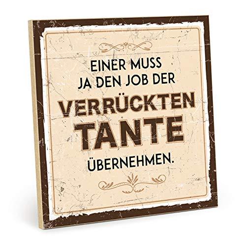 TypeStoff Holzschild mit Spruch - Einer MUSS JA DEN Job DER VERRÜCKTEN Tante - im Vintage-Look mit Zitat als Geschenk und Dekoration (Größe: 19,5 x 19,5 cm)