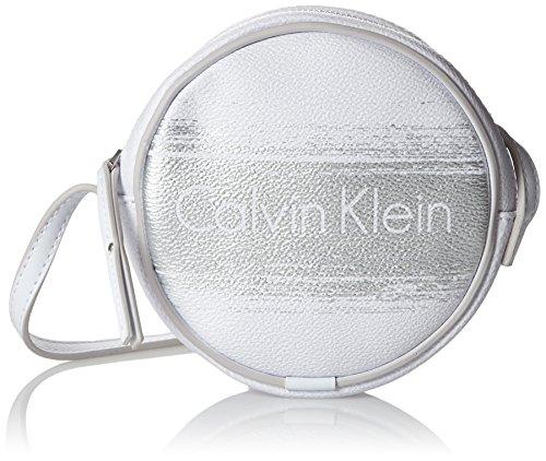 Calvin Klein Jeans Melissa Brushed Mini Crossover, Sacs bandoulière Femme, Blanc (White/Silver 902), 4x14x14 cm (B x H x T)