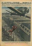 """Il trapezio volante in Piazza del Duomo. A Milano, Giovanni Palmiri, della famiglia degli """"acrobati folli"""", ha eseguito straordinari esercizi su un trapezio sospeso ad un aereo che volteggiava sulla"""