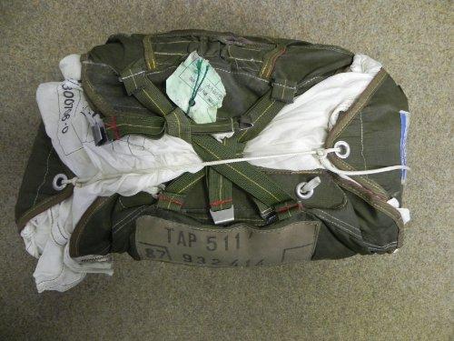 Fallschirm Kappe mit Packtasche Seide weiss gebraucht