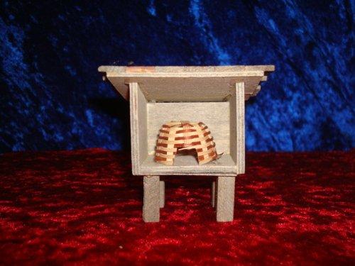 Miniatur Bienenhaus mit 1 Korb, 5 cm für Krippen + Puppenhaus -
