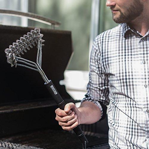 51EtP5ojGPL - Grillbürste aus Edelstahl 45 cm von Mountain Grillers | Bestes robustes BBQ-Zubehör für Grill, um den Grillrost korrekt, schnell und leicht zu reinigen | Küchenutensilien mit lebenslanger Garantie