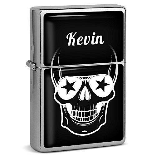 PhotoFancy® - Sturmfeuerzeug Set mit Namen Kevin - Feuerzeug mit Design Totenkopf - Benzinfeuerzeug, Sturm-Feuerzeug