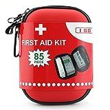 I GO Kit di pronto soccorso per la sopravvivenza e le emergenze (85 Pezzi) leggero, impermeabile, compatto e completo - perfetta per la casa, auto, Viaggi in, sport, camping, o qualsiasi altra attività all'aperto