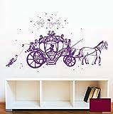Wandtattoo Wandaufkleber Pferde Kutsche Märchen Prinzessin Cinderella mit Waschbär Hase und Sterne M1714 - ausgewählte Farbe: *Beere* - ausgewählte Größe: *S - 80cm breit x 44cm hoch*